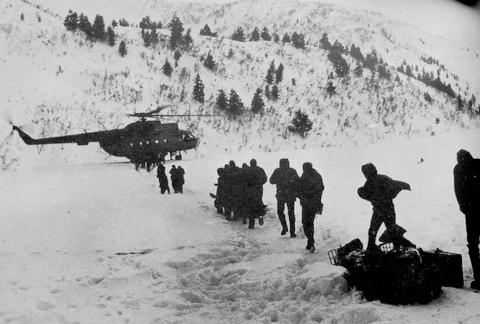 Evakuation mit dem Hubschrauber aus Swanetien im Winter 1986/87 (F: unbek.)