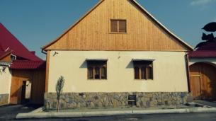 Kiefer und neuer Sockel in Helenendorf (Göygöl, AZ)