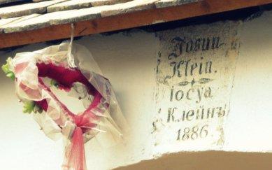 Über dem Eingang von Viktor Kleins Haus
